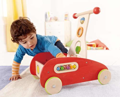 Dřevěné dětské chodítko s počítadlem