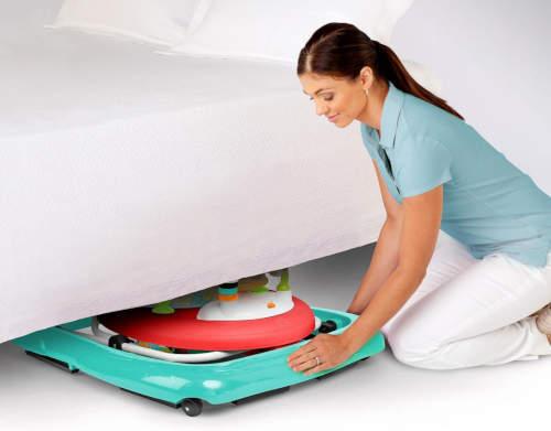 Složené chodítko snadnou schováte třeba pod postel