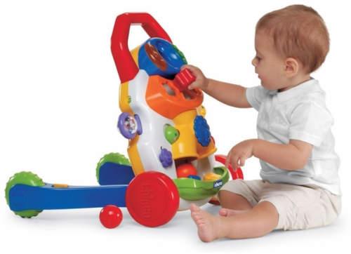 Chodítko poslouží i jako interaktivní panel s hračkami